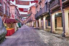 街道和中世纪市场& x28; closed& x29;在埃纳雷斯堡、黎明在星期西万提斯期间& x28; 10/06/2016& x29; 免版税库存照片