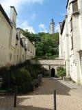 街道和希农城堡在背景中 库存照片