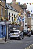 街道和房子在Eyemouth在Berwickshire在苏格兰,英国 07 08 2016年 图库摄影