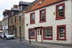 街道和房子在Eyemouth在Berwickshire在苏格兰,英国 07 08 2016年 库存照片