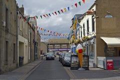 街道和房子在Eyemouth在Berwickshire在苏格兰,英国 07 08 2016年 免版税库存图片