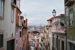 街道和房子的看法 免版税库存照片