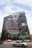 街道和正切大厦在汉城,韩国 图库摄影