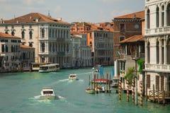 水街道和老大厦看法在威尼斯 运河在威尼斯,意大利 威尼斯建筑学和地标  库存图片
