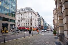 19 01 2018 - 街道和被恢复的房子在柏林,德国 免版税库存图片