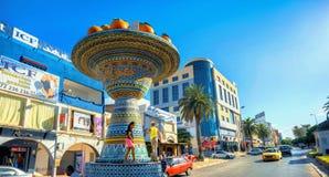 街道和路全景有陶瓷艺术雕塑的在纳布勒 突尼斯,北非 库存照片