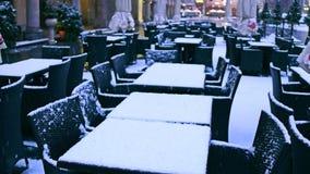 街道咖啡馆在冬天 淡季概念 免版税库存图片
