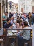 街道咖啡馆在历史的区佛罗伦萨-佛罗伦萨/意大利- 2017年9月12日 免版税库存照片