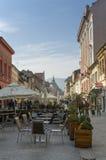 街道咖啡馆在布拉索夫老镇  免版税库存照片
