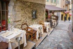 街道咖啡馆在戛纳 免版税图库摄影