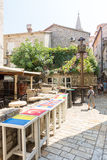 街道咖啡馆在老布德瓦,黑山 免版税库存图片