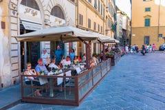街道咖啡馆在老镇佛罗伦萨,意大利 免版税图库摄影