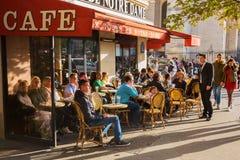 街道咖啡馆在巴黎,法国 图库摄影