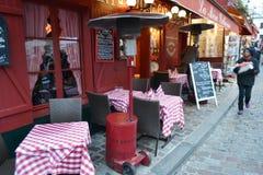 街道咖啡馆在巴黎 库存图片