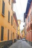 街道在一个老镇的中心在波隆纳 免版税库存图片