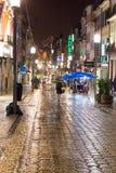 街道在中心波尔图,葡萄牙夜  免版税图库摄影