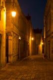 街道在圣Emilion的晚上 免版税库存照片