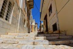 街道在埃尔穆波利锡罗斯岛,希腊 库存图片