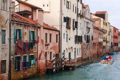 街道在威尼斯,意大利 威尼斯市著名渠道生活方式 通常威尼斯街道河看法  库存图片