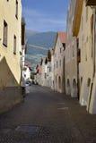 街道在市Glorenza,南提洛尔,意大利 库存照片