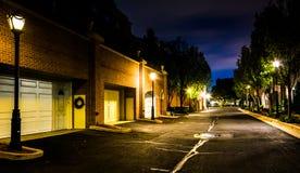 街道在晚上在亚历山大,弗吉尼亚 免版税库存图片
