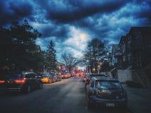 街道在晚上在布鲁克林,纽约,美国 库存照片