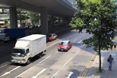 街道在桥梁下 免版税库存照片