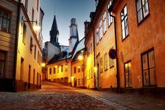 街道在老镇斯德哥尔摩在晚上 免版税库存照片