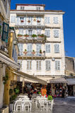 街道在老镇科孚岛海岛,希腊 免版税库存图片