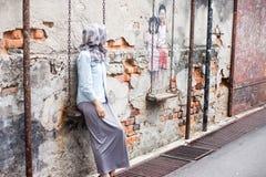 街道在建筑学墙壁上的艺术和街道画绘画  免版税库存照片