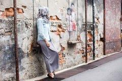 街道在建筑学墙壁上的艺术和街道画绘画  免版税库存图片