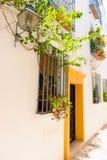 街道在Andalucia,南西班牙一个白色村庄 免版税图库摄影