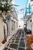 街道在Naoussa村庄 免版税库存照片