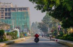 街道在Nyaungshwe乡,缅甸 库存图片