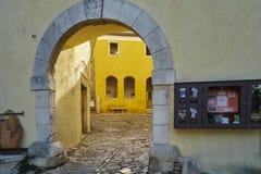 街道在Oprtalj 免版税库存照片