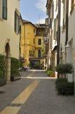 街道在Peschiera村庄  免版税库存图片