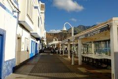 街道在Puerto De Las Nieves,大加那利岛,西班牙-12 02 2017年 免版税库存照片