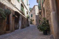 街道在Valldemossa村庄在马略卡 库存照片