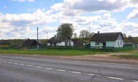 街道在Zvenchatka村庄  迟来的 免版税库存照片