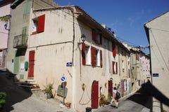 街道场面在一个小的provencial村庄 库存照片