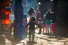 街道场面在卢克拉,尼泊尔 库存图片