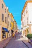街道场面在圣特罗佩,法国海滨,法国 库存图片