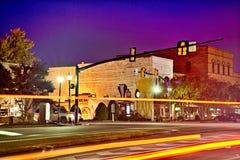 街道场面在晚上街市在三叶草南卡罗来纳 免版税库存图片