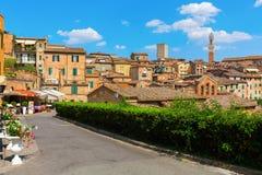街道场面在锡耶纳,托斯卡纳,意大利 库存图片
