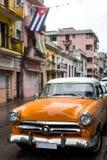 街道场面在雨天在哈瓦那,古巴 免版税库存照片