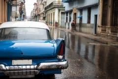 街道场面在雨天在哈瓦那,古巴 库存图片