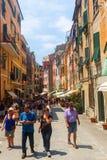 街道场面在韦尔纳扎,五乡地,意大利 免版税库存照片