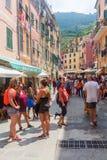 街道场面在韦尔纳扎,五乡地,意大利 免版税图库摄影