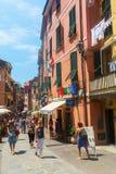街道场面在韦尔纳扎,五乡地,意大利 免版税库存图片