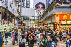 街道场面在香港在晚上 免版税库存图片